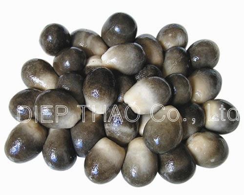 Un-Peeled straw mushroom